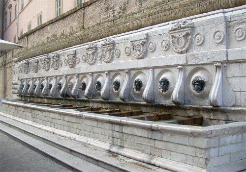 The 13 pipes, Ancona Calamo Fountain