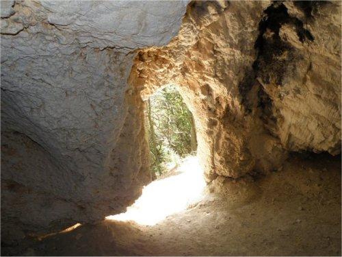 Interno della Grotta del Montarolo | Conero