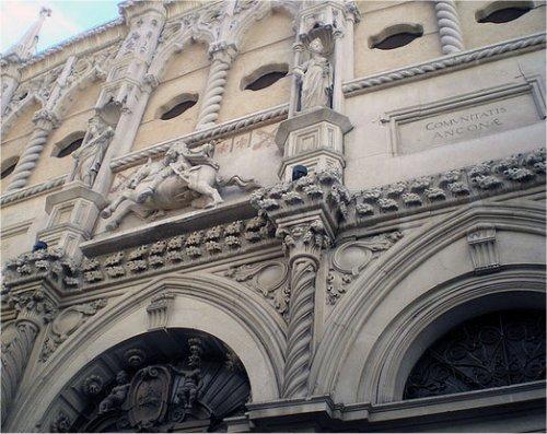 La Loggia dei Mercanti ad Ancona
