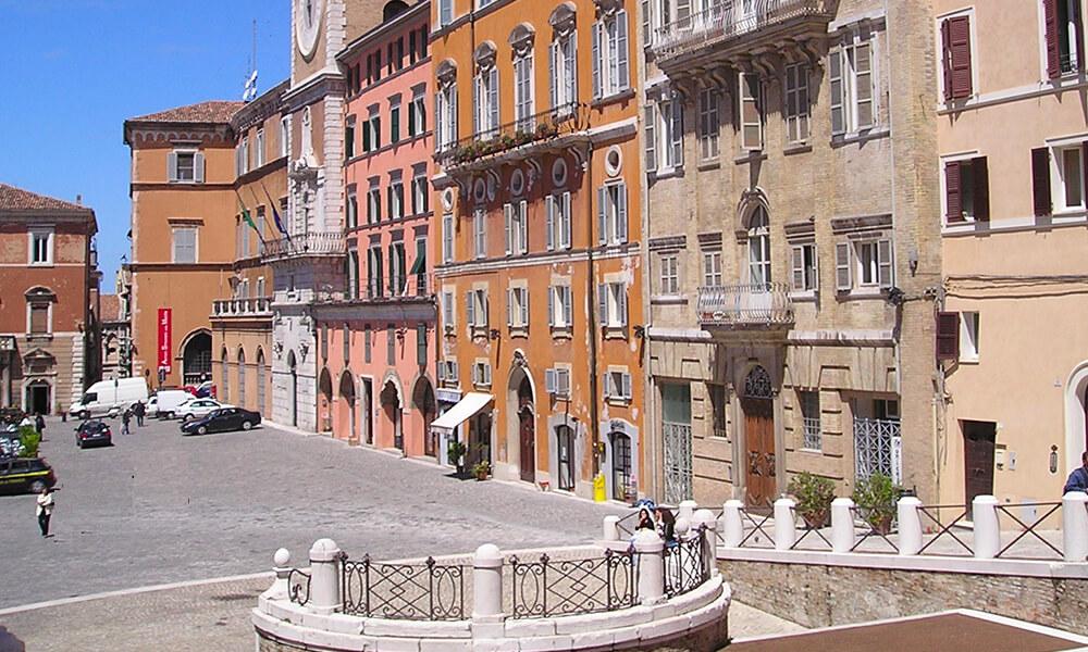 Piazza del Plebiscito (detta Piazza del Papa)