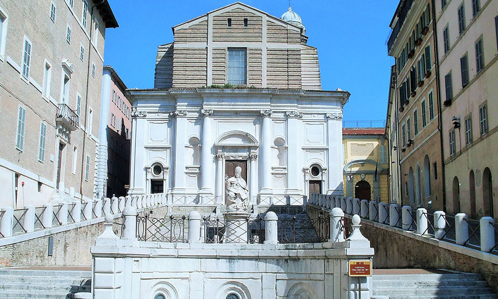 statua Clemente XII Ancona Piazza del Papa